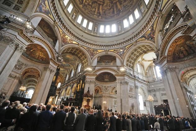 St Pauls Cathedral - London - 7 July Bombing - Memorial Service - Petals