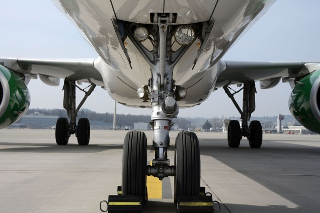 airplane-aeroplane-wheels-chocks-2