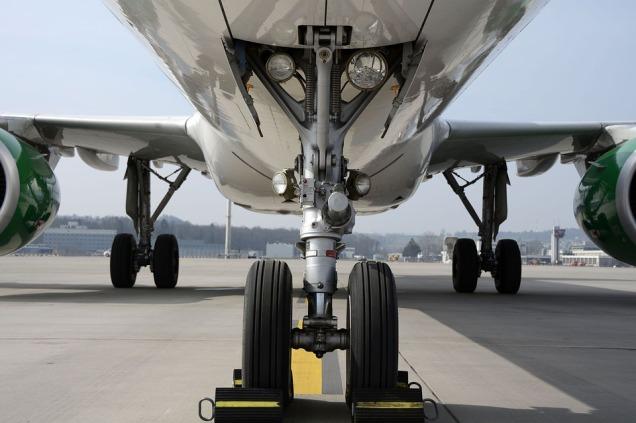 airplane-aeroplane-wheels-chocks-2