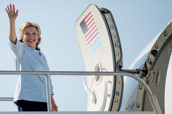hillary-clinton-campaign-plane-2