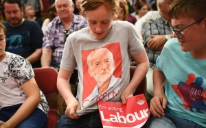 Jeremy Corbyn - youth vote - t shirt